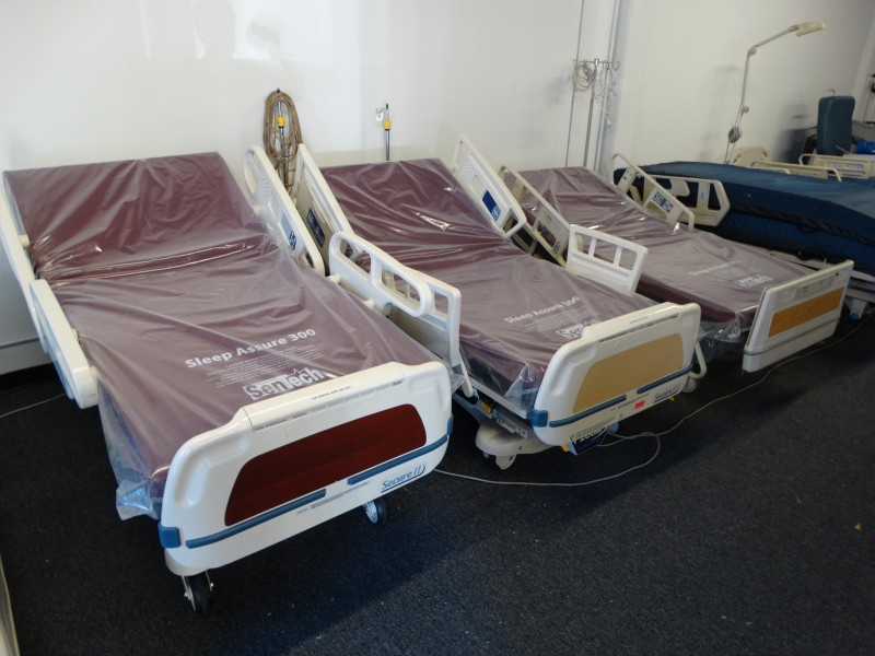 Full electric hospital beds for sale 858 731 7278 used hospital medical equipment Bed and mattress for sale